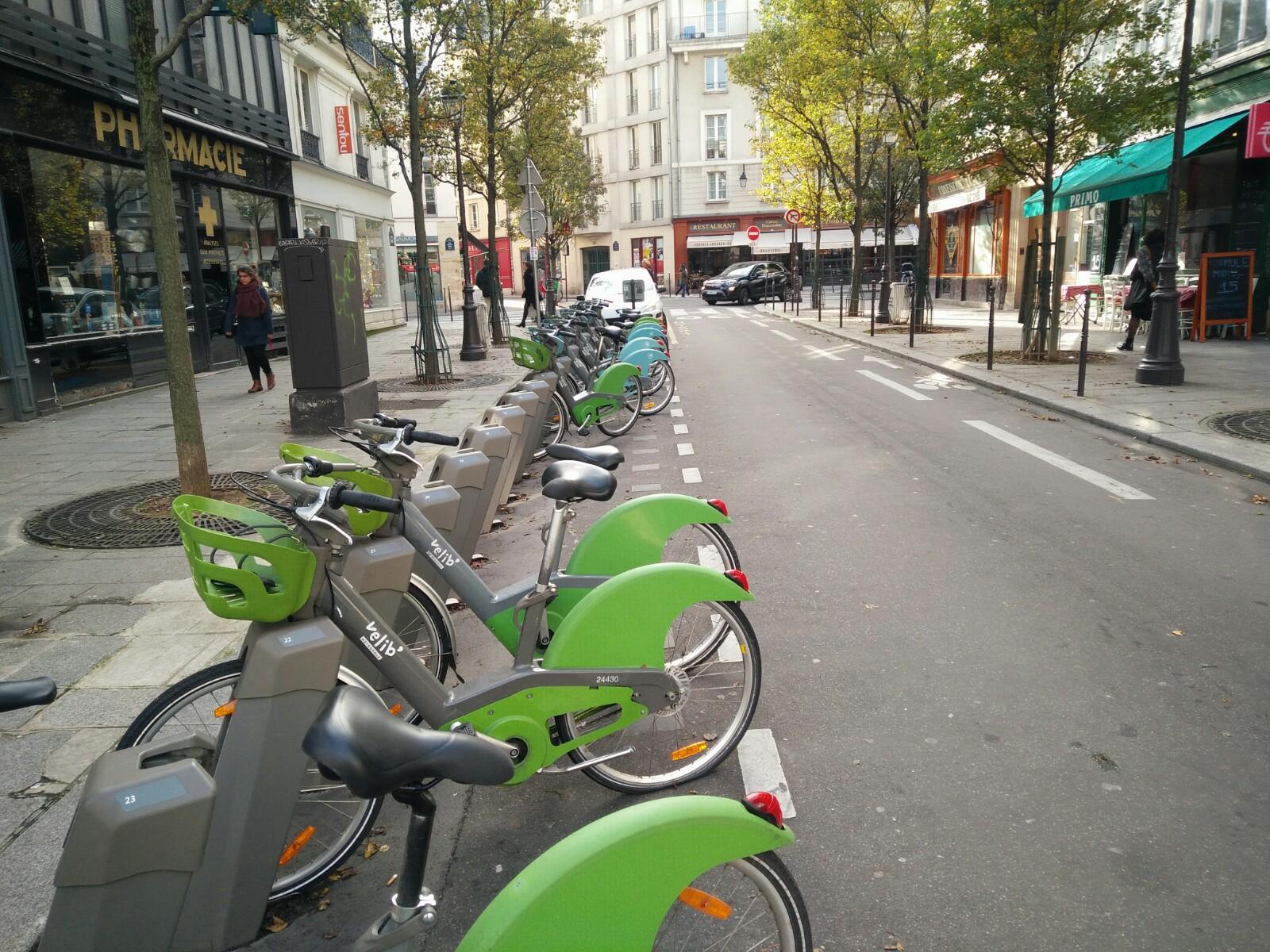 De beaux stationnement rangés pour les vélos à Paris !